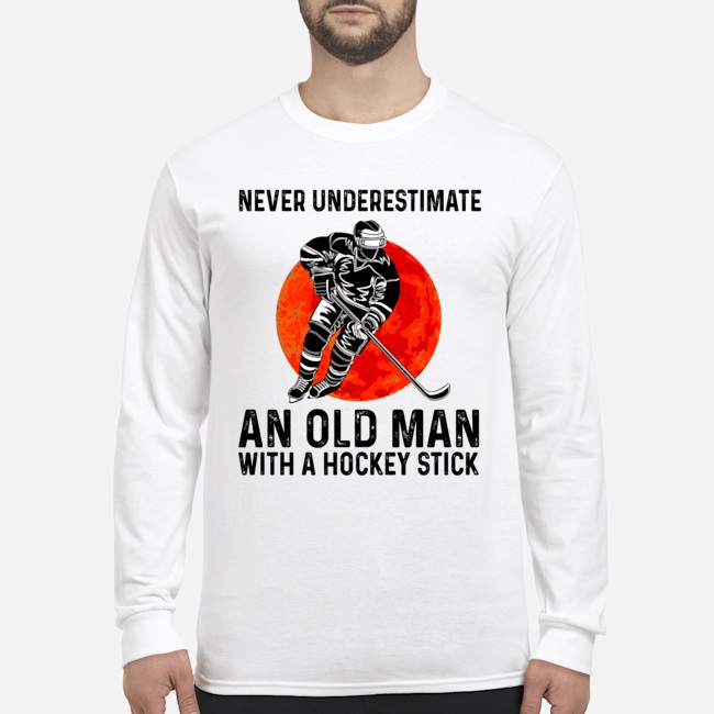 Topseller Never underestimate an old man with a hockey stick shirt